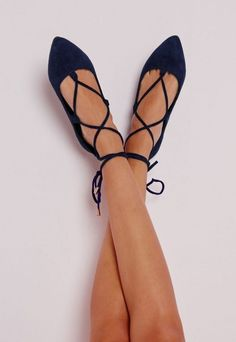 Lace up flats | Image via careergirldaily.com