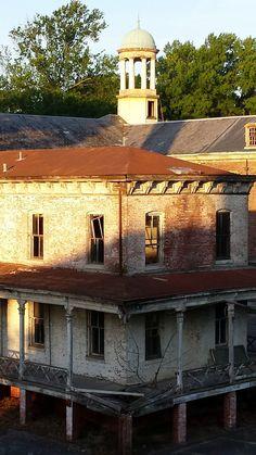 Abandoned nurses quarters at Marine Hospital, Tennessee