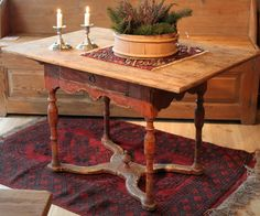 love this rustic table