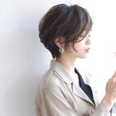 短めボブでさっぱり☆クール&ピュアがミックスされたヘアスタイル特集! Asian Short Hair, Asian Hair, Short Hair Syles, Curly Hair Styles, Short Hair With Layers, Short Hair Cuts For Women, Pixie Hairstyles, Cool Hairstyles, Aesthetic Hair