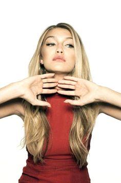 Gigi Hadid ♥. すごい魅力的な女性ですね〜 目が素敵♥︎