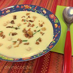 Esta crema de coliflor al curry se puede servir con unos piñones tostados, picatostes de pan o cebolla frita crujiente (yo uso la envasada de Hacendado).