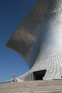aluminium hexagonal tiles of Soumaya Museum by FREE - Fernando Romero Enterprise