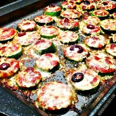 Zucchini Pizza Bites Zucchini Pizza Bites (one of the recipes I'm using to lose weight, lost 4 lbs already) redheadcandecorat… Paleo Recipes, Low Carb Recipes, Cooking Recipes, Pizza Recipes, Zucchini Pizza Bites, Bake Zucchini, Healthy Zucchini, Healthy Snacks, Healthy Eating