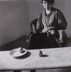 //…Francesca Woodman…// Francesca Woodman was an American photographer known for her black-and-white self-portraits. Francesca Woodman, Peterborough, Black And White Portraits, Black And White Pictures, White Photography, Portrait Photography, Digital Museum, Art Corner, Famous Photographers