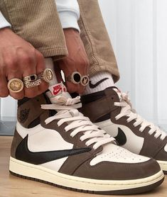 Dr Shoes, Swag Shoes, Nike Air Shoes, Hype Shoes, Me Too Shoes, Shoes Heels, Aesthetic Shoes, Brown Aesthetic, Jordan Shoes Girls