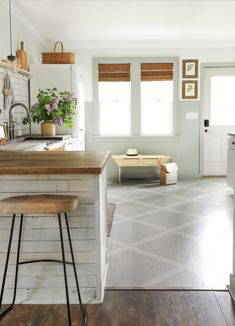 BAYVIEW BUNGALOW | DIY Pattern Painted Wood Floors