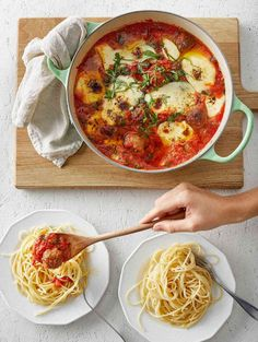 Nordic Oatballs® stew with spaghetti is a vegetarianized version of the classic Italian dish! Tomato sauce, vegan Oatballs, and spaghetti is comforting food at its best! Oats Recipes, Dessert Recipes, Desserts, Classic Italian Dishes, Koti, Oven Cooking, Vegetarian Recipes Easy, Everyday Food, Oven Baked