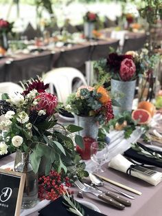 Modern Wedding Centerpieces, Wedding Table Flowers, Beach Wedding Decorations, Wedding Table Settings, Table Decorations, Outdoor Wedding Backdrops, Diy Wedding Backdrop, Outdoor Wedding Reception, Indian Wedding Theme