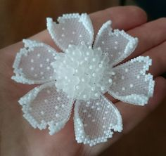 淡いピンクの薔薇のビーズコサージュ no se si Ka Bead Jewellery, Seed Bead Jewelry, Beaded Jewelry, Beading Projects, Beading Tutorials, Beading Patterns, Seed Bead Flowers, French Beaded Flowers, Diy Accessories