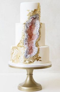 The latest wedding cake trend is the geode cake, a cake that features one of nature's most beautiful elements, geodes. Check out the geode wedding cake inspiration here! Pretty Cakes, Cute Cakes, Beautiful Cakes, Amazing Cakes, Big Wedding Cakes, Elegant Wedding Cakes, Wedding Cake Designs, Wedding Ideas, Cool Cake Designs