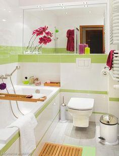 Mała łazienka biało-zielona