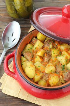 """Mom's Braised Potatoes – """"Тушеная Картошка"""" – Olga's Flavor Factory Potato Recipes, Pork Recipes, Gourmet Recipes, Dinner Recipes, Cooking Recipes, Healthy Recipes, Copycat Recipes, Healthy Food, Ukrainian Recipes"""