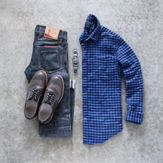 Check shirt outfits for men. How to wear check shirts for men. Checked Shirt Outfit, Red Converse Outfit, How To Wear Shirt, Check Shirt Man, Mens Fashion Blog, Men's Fashion, Men's Wardrobe, Wardrobe Ideas, Capsule Wardrobe
