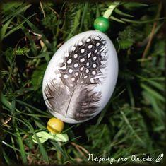 Vajíčka zdobená pírky