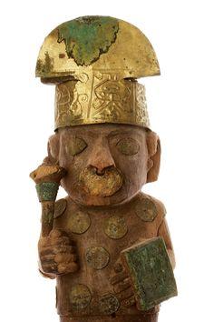 Estatuilla de madera con un mazo de guerra, enterrada tal vez como un simbólico guardián cerca de la tumba de la señora de cao.