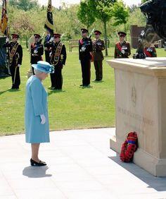 The Royal Family on Twitter:  Duke of Lancaster's Regimentg Plaque, National Memorial Arboretum, May 17, 2016-Queen Elizabeth laid a wreath in memorium