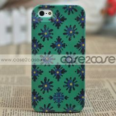 A rigid iPhone 5 case styled with logo detailing and cool contemporary pattern is designed to protect the Apple iPhone 5.Iit securely protects your iPhone 5 from bumps and scratches throughout the day and your travels.