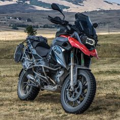 "3,513 mentions J'aime, 13 commentaires - BMW GS (@bmwgsfans) sur Instagram : ""BMW R1200GS #MakeLifeARide - - : @ride_with_vlad #makelifearide #bmw #r1200gs #bmwgram…"""