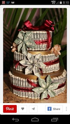 Money Cake, with Money Flowers made with REAL 1 dollar and 2 dollar bills. I figured it would take about 150 to 160 one dollar bills from my rough count. Creative Money Gifts, Cool Gifts, Diy Gifts, Dollar Bill Origami, Money Origami, Money Lei, Origami Paper, Dollar Bill Cake, Dollar Bills