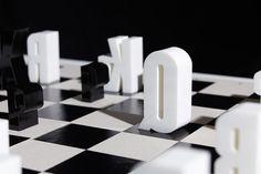 K é para King, Q para Queen – veja esse tabuleiro de xadrez tipográfico http://www.bluebus.com.br/k-e-para-king-q-para-queen-veja-esse-tabuleiro-de-xadrez-tipografico/