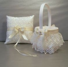 Ivory on Ivory Wedding Bridal Flower Girl Basket por evertonbridal