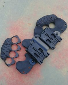 Tactical Pouches, Tactical Knives, Tactical Gear, Zombie Life, Knife Patterns, Homemade Weapons, Tac Gear, Brass Knuckles, Apocalypse Survival