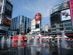 Dundas Squares is one of the many hearts of Toronto. During the summer there are many free shows and special events at Dundas Square. Toronto City, Toronto Travel, All About Canada, Prince Edward Island, Vegetable Drinks, Cool Photos, Amazing Photos, Canada Travel, Landscape Photos