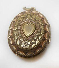 Vintage locket from Ting's Jewellery Box in Grays Mews. #VintageLocket