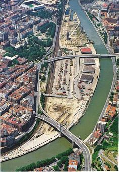 Abandoibarra territory, prior to his current urbanization with librarte, department store, auditorium, and parki. Basque Country, Spain And Portugal, Spain Travel, Europe, Wanderlust Travel, Traveling By Yourself, City Photo, Skyline, Architecture