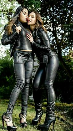 Sexy leather and shiny Pvc Fashion, Fashion Moda, Leather Fashion, Shiny Leggings, Leggings Are Not Pants, Sexy Outfits, Tight Leather Pants, Leder Outfits, Leather Dresses