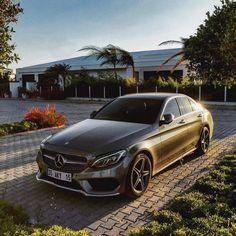 ⭐️ Photo shot by . Mercedes Benz Models, Mercedes Car, Mercedes Benz Amg, My Dream Car, Dream Cars, Carros Premium, Mercedez Benz, Benz C, Luxury Suv