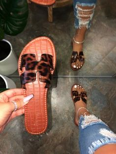 Flat With Alligator Pattern Slip-On Flip Flop Summer Casual Slippers Bling Sandals, Cute Sandals, Shoes Sandals, Pretty Sandals, Flat Sandals, Pretty Shoes, Cute Shoes, Me Too Shoes, Fashion Slippers