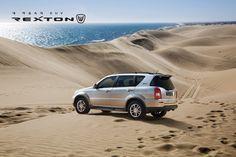 #쌍용자동차 #ssangyong #렉스턴W #REXTONW  사막에 피어오른 정통 SUV, 렉스턴W의 아우라 태양이 작렬하는 사막, 모래바람을 일으키며 거칠게 달리는 나만의 렉스턴W 사막 레이스! 여러분이 꿈꾸는 렉스턴W 사막레이스는 어떤 모습인가요?  내 마음속의 SUV REXTON W   ▶ 페이스북 바로가기   https://www.facebook.com/rextonw/photos/a.478220495620895.1073741828.476033715839573/726507620792180/?type=1&permPage=1