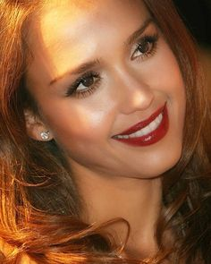 Happy weekend everyone! Jessica Alba Makeup, Christina Ag, Beautiful Celebrities, Beautiful Women, 90s Icons, Great Smiles, Happy Weekend, Sexy Body, Girl Group