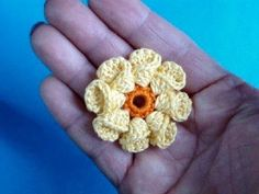 Вязание крючком Урок 6 - Объёный цветок Howto Crochet flower...video is in Russian but easy enough to follow along