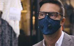 Breathe easy: this trendy face mask protects your lungs from pollution Fashion Mask, Big Fashion, Mens Fashion, Masque Anti Pollution, Tapas, Breathing Mask, The Next Big Thing, Protective Mask, Mouth Mask