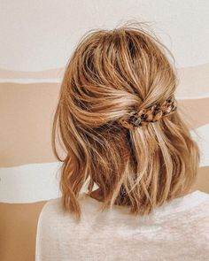 cutest half up hairdo! cutest half up hairdo! Know your hair type More than anything, taking care of Up Hairdos, Prom Hairstyles For Long Hair, Pretty Hairstyles, Easy Hairstyles, Formal Hairstyles, Hairstyle Ideas, Hairstyles 2016, Everyday Hairstyles, Boho Hairstyles Medium