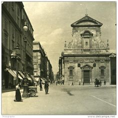 Via del Tritone e Chiesa di S. Maria in Via (1900) Contemporary Photographers, Photo Studio, Vintage Photos, Photo Galleries, Louvre, Villa, Italy, Gallery, Building