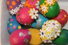 Risultati immagini per uova di polistirolo decorate con carta
