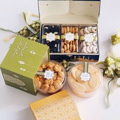 We are now open preorder for our Eid mubarak hampers Send your peace and good wishes for your family with our homemade cookies ✨ We got… Biscuits Packaging, Baking Packaging, Food Box Packaging, Dessert Packaging, Cookie Packaging, Food Packaging Design, Cookie Box, Cookie Gifts, Decoraciones Eid