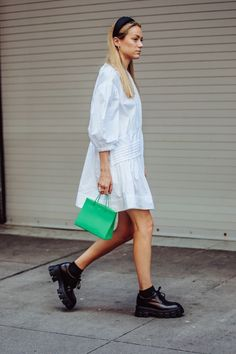 The best street style from New York Fashion Week spring/summer 2020 Best Street Style, New York Street Style, Street Style Summer, Street Styles, Brooklyn Street Style, Vogue Fashion Week, New York Fashion, Copenhagen Style, Copenhagen Fashion Week