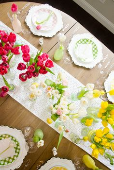 Spruce up your spring holiday with these easy and DIY Easter Table Decorations plus learn a few tips about tulips and flowers! Easter Table Decorations, Handmade Decorations, Easter Party, Easter Gift, Easter Crafts For Kids, Easter Ideas, Easter Baskets, Favorite Holiday, Holiday Crafts