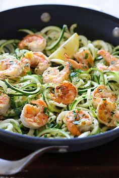 Gemüsenudeln: Zucchini-Pasta mit Scampi