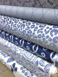 of July - 10 Blue & Red Upholstery Fabrics For your Home Decor Fabrics Blue And White Living Room, Blue And White Fabric, White Rooms, White Fabrics, Blue Fabric, Fabulous Fabrics, Fabric Wallpaper, White Decor, Fabric Decor