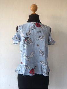 Blusa con estampado mixto y aberturas en los hombros | SHEIN España Botanical Prints, Printed Blouse, No Frills, Peplum, Tops, Women, Fashion, Men, Moda