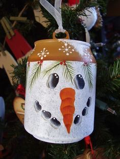 Snowman Mini Pop Can Ornament ~ Cute idea...I could do this!
