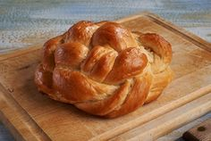 Challah is a simple yeast bread served on the Sabbath and Jewish holidays. Try Maryams Heavenly Challah. Its so good it definitely lives up to its heavenly name. Davita Recipes, Diet Recipes, Kidney Recipes, Kidney Foods, Kidney Friendly Diet, Soup With Ground Beef, Baked Pork Chops, Spring Salad, Challah