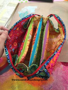 Went and made myself one of these ZIPPER bags :0)   (pattern:sewtogether bag)      I emphasized the word zipper because in my bo...