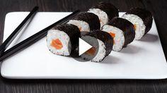 Sushi selber machen heißt Geld sparen und Spaß dabei haben. Wenn es dann noch schmeckt, kann nichts schief gehen!